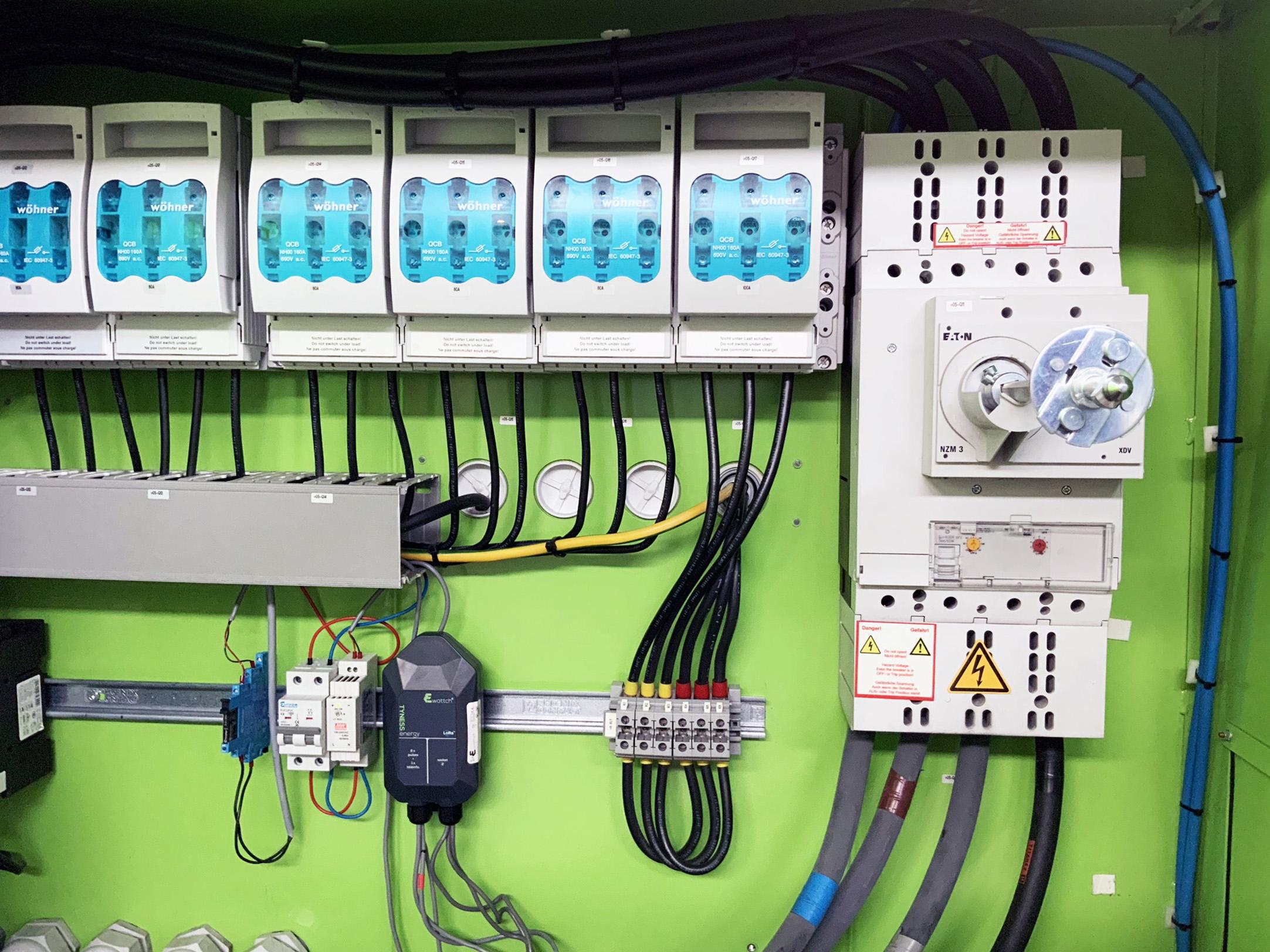 capteur connectee - capteur tyness ewattch - plasturgie 4.0 - plasturgie connecée - connecter l'injection plastique - mesure des consommations énergétiques - optimisation usine d'injection plastique